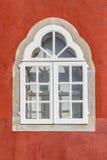 Historische Zeiten des alten Fensters der Weinlese lizenzfreie stockbilder
