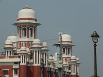 Historischer Bahnhof Lucknow Charbagh lizenzfreie stockfotografie