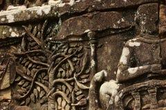 Historischer Bas Relief, der alte Khmerkrieger in der Bildung darstellt und Kampf, Siem Reap tut Lizenzfreie Stockbilder