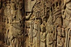 Historischer Bas Relief, der alte Khmerkrieger in der Bildung darstellt und Kampf, Siem Reap tut Lizenzfreie Stockfotografie