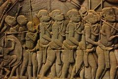Historischer Bas Relief, der alte Khmerkrieger in der Bildung darstellt und Kampf, Siem Reap tut Stockbild