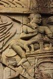 Historischer Bas Relief, der alte Khmerkrieger in der Bildung darstellt und Kampf, Siem Reap tut Lizenzfreie Stockfotos