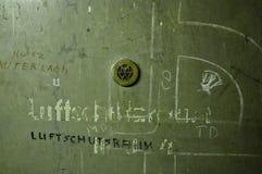 Historischer Berlin Tempelhof Airport: Luftangriff-Bunker-Tür Stockfoto