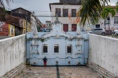Historischer Brunnen am Sao Luis von maranhao auf Brasilien stockbilder