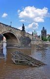 Historischer Charles Bridge, alter Stadtturm und die Kirche von St Francis von Assisi Prag, Tschechische Republik, UNESCO Lizenzfreies Stockbild