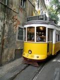 Historischer Förderwagen in Lissabon Stockbilder