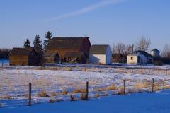 Historischer Farmstead auf Land Straße Stockfoto