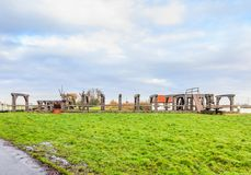 Historischer hölzerner Verschluss über dem Fluss Rotte in Bleiswijk in Südholland Stockfoto