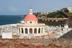 Historischer Kirchhof bei Castillo San Felipe del Morro lizenzfreies stockfoto