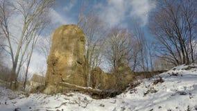 Historischer Landsitzzustand ruiniert bedeckten Schnee, Zeitspanne 4K stock footage