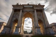 Historischer Marmorbogen ACRO-della Schritt, Sempione-Quadrat, Mailand, Stockbild