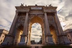 Historischer Marmorbogen ACRO-della Schritt, Sempione-Quadrat, Mailand, Lizenzfreie Stockfotografie