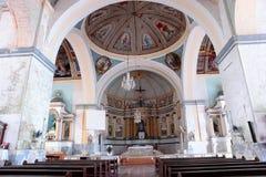 Historischer philippinischer Kircheinnenraum lizenzfreies stockfoto