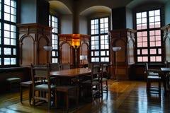 Historischer Sitzungssaal der Innenarchitektur Stockbild
