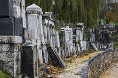 Historischer verlassener jüdischer Kirchhof in Sarajevo Schattierte Entlastungskarte mit HauptStadtgebieten stockfoto