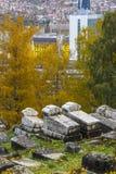 Historischer verlassener jüdischer Kirchhof in Sarajevo Schattierte Entlastungskarte mit HauptStadtgebieten stockfotos