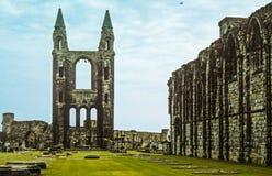 Historischer Whitby Abbey Ruins und Friedhof Stockfotografie