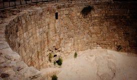 Historischer Ziegelstein-Vorratsbehälter Stockfoto