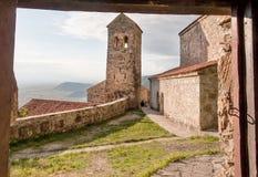 Historischer Ziegelsteinturm des berühmten orthodoxen Klosters in Alazani-Tal, Georgia Nekresi-Kloster lizenzfreies stockfoto