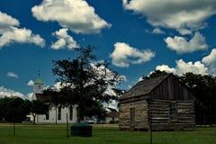 Historisches Blockhaus nahe St Paul Luterhan-Kirche, Serbin Lizenzfreies Stockfoto