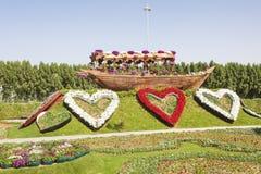 Historisches Dhowschiff am Wunder-Garten in Dubai Stockbild