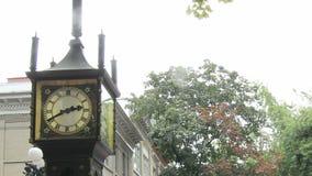 Historisches Gastown mit Dampf-Uhr in Vancouver BC Kanada stock video footage