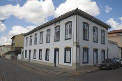 Historisches Gebäude auf einer Ecke von Sao Joao Del Rey Lizenzfreies Stockbild