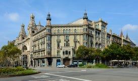 Historisches Gebäude in Barcelona auf dem Gran über de Les Corts Cata lizenzfreies stockfoto