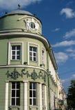 Historisches Gebäude der modernen Stadtbank-Eckenfragmentansicht Stockfotos