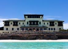 Historisches Gebäude Kubas auf dem Ozean Lizenzfreies Stockfoto