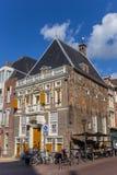 Historisches Gebäude am zentralen Marktplatz von Haarlem Lizenzfreies Stockfoto