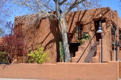 Historisches Haus des luftgetrockneten Ziegelsteines Stockbilder