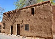 Historisches Haus des luftgetrockneten Ziegelsteines Stockfoto
