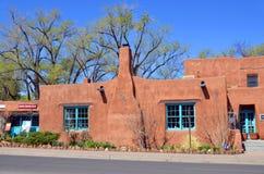 Historisches Haus des luftgetrockneten Ziegelsteines Stockfotos