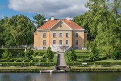 Historisches Haus am Seeufer Lizenzfreie Stockfotografie