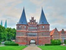 Historisches Holstentor-Stadt-Tor Berühmter Platz in Lübeck stockfotos
