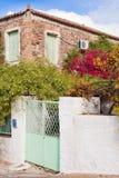 Historisches Mittelmeerhaus mit Blumengarten Lizenzfreie Stockfotografie