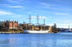 Historisches Schiff in der alten Stadt in Stockholm Lizenzfreies Stockbild