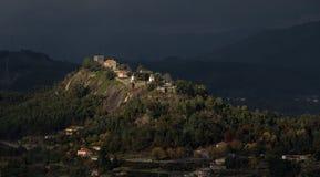 Historisches Schloss 'Castelo de Lanhoso 'in Povoa de Lanhoso stockbilder