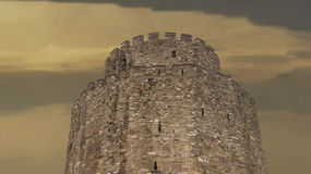 Historisches Schloss mit großem Sonnenuntergang Lizenzfreies Stockbild
