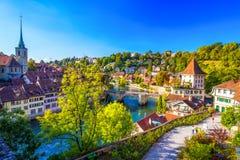 Historisches Stadtzentrum Berns mit Fluss Aare, die Schweiz Lizenzfreie Stockfotos
