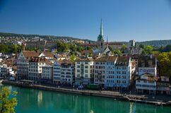 Historisches Stadtzentrum von Zürich- und Limmat-Fluss, die Schweiz stockfoto