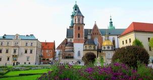 """Historisches Viertel von Krakau, Polen - königliches Schloss Wawel †""""Wawel-Kathedrale stock video footage"""