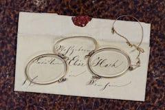 Historisches weibliches Buchstabe-Lesekonzept stockbilder