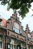 Historisk arkitektur av byggnad med galande-moment gavlar royaltyfri bild