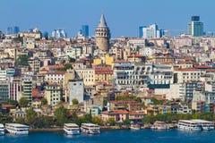 Historisk arkitektur för Beyoglu område Royaltyfri Fotografi
