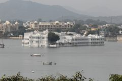 Historisk arkitektur, sjöslott, udaipur, rajasthan, Indien Royaltyfri Fotografi