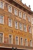 Historisk Art Nouveau byggnad i Prague Arkivfoton