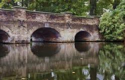 Historisk bågetegelstenbro, olje- målning Royaltyfri Fotografi
