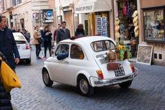 Historisk bil i Rome Royaltyfri Bild